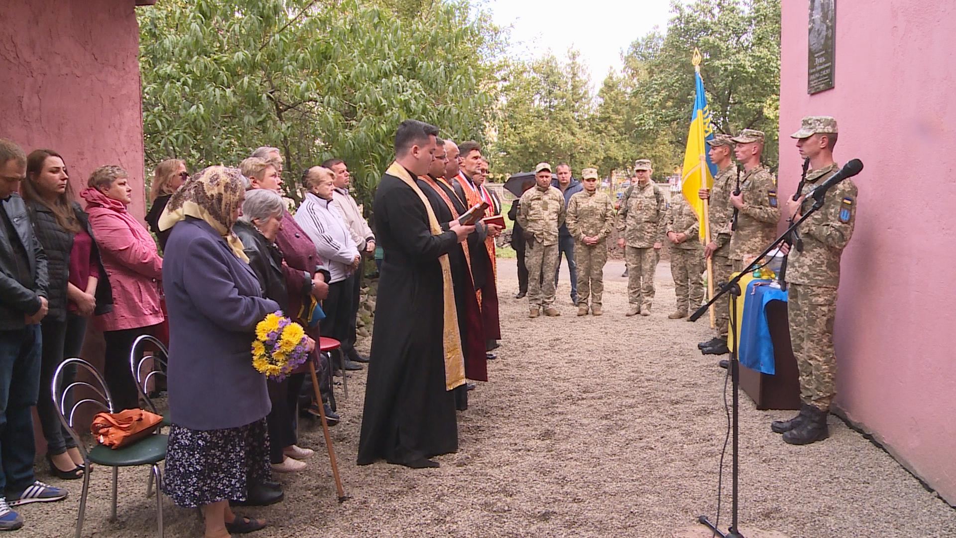 У Коломиї відкрили меморіальну дошку учаснику бойових дій (відеосюжет)