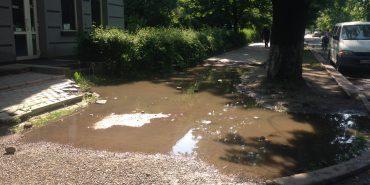 Після дощу бульвар Лесі Українки перетворюється на озеро