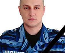 Бійцю Володимиру Лисенчуку, який загинув поблизу Слов'янська, відкрили пам'ятну дошку. ФОТО
