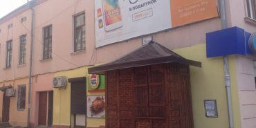 Депутат Коломийської міськради самовільно встановив МАФ у середмісті. ФОТО+ДОКУМЕНТИ