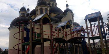 БФ «Покуття» встановлює дитячі майданчики біля церков. ФОТО