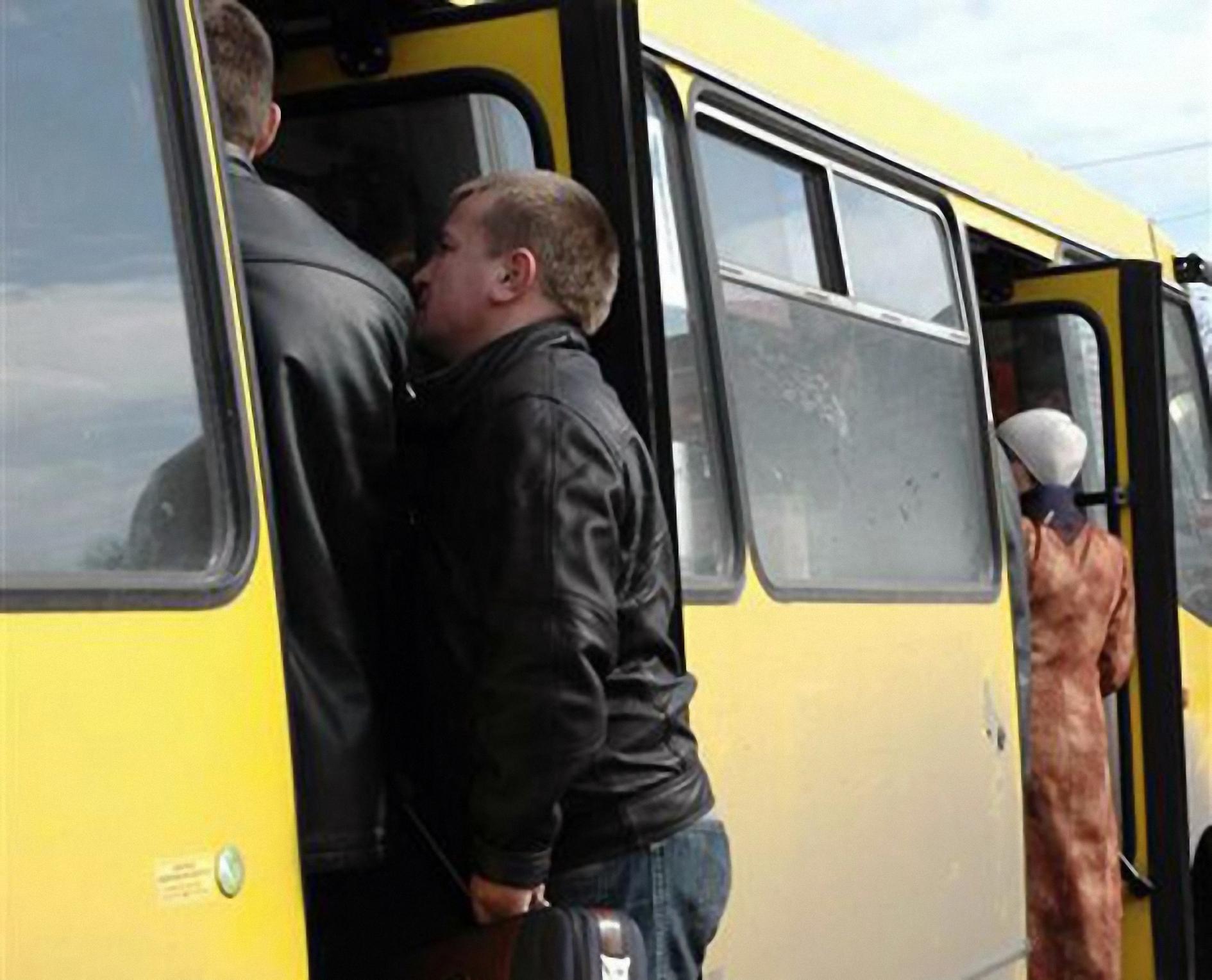 Секс в городском автобусе при людях 27 фотография