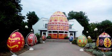 Парк писанок у Коломиї: 18 яєць у два метри заввишки. ФОТО