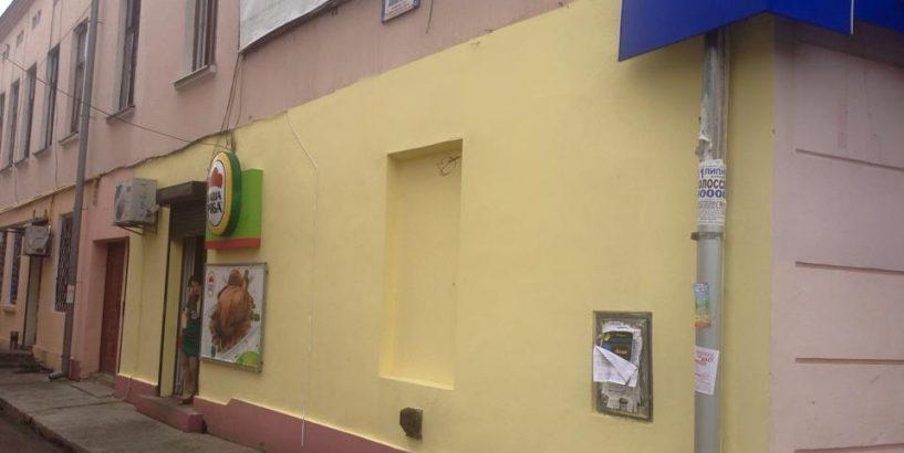 Після розголосу депутат Коломийської міськради демонтував самовільно встановлений МАФ. ФОТО