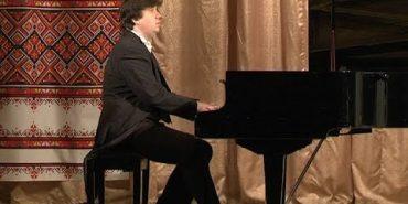 Для коломиян лунала класична музика у виконанні відомого майстра фортепіанної гри (ВІДЕО)
