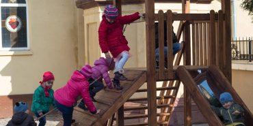 Благодійний фонд «Покуття» продовжує встановлювати дитячі майданчики біля церков. ФОТО