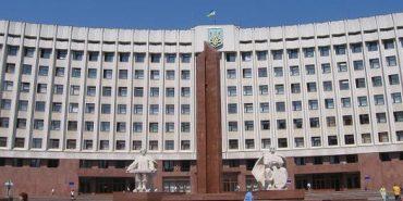 До Івано-Франківської обласної ради проходять шість партій