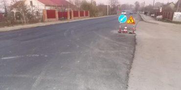 Триває ремонт дороги, що проходить через Отинію. ФОТО