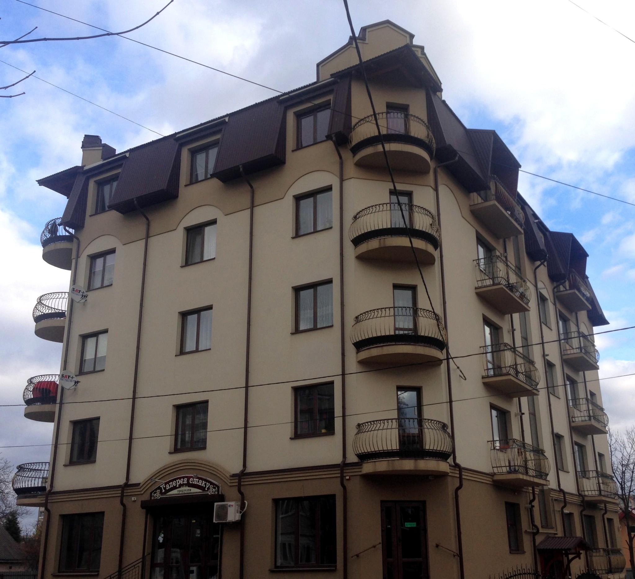 Будівля по вул. Бандери 12