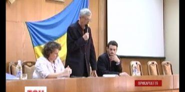 У керівників новообраної Косівської районної ради кинули петарду. ВІДЕО