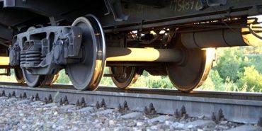 15-літню дівчину затягнуло під колеса локомотиву: подробиці