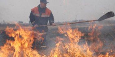 За минулу добу на Прикарпатті виникло 12 загорань трави