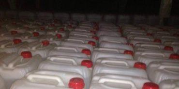 На Прикарпатті знову затримали велику партію нелегального спирту