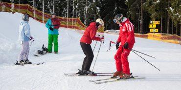 """""""Перший інструктор – перший клієнт!"""": на Буковелі відкрили зимовий сезон катання. ФОТО"""