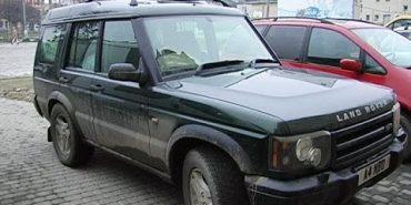 З Коломиї українським воїнам повезли два автомобілі і подарунки. ВІДЕО