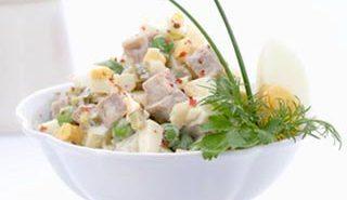 """Історія салату """"Олів'є"""" та його рецепти"""