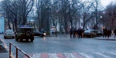 У Івано-Франківську поліція затримала двох нетверезих молодиків, які погрожували зброєю відвідувачам кафе