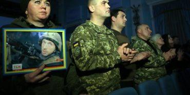 Сьогодні вшановують захисників Донецького аеропорту. ФОТО