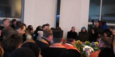 Іванофранківці зі сльозами на очах попрощались із військовослужбовцем Сергієм Харенком