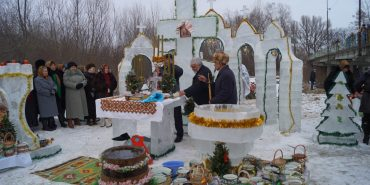 За чотири дні на Коломийщині створили льодову казку. ФОТО
