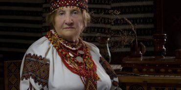 """90-літня майстриня Євгенія Геник з Коломиї знялася в неймовірному проекті """"Листи на фронт"""". ФОТО"""