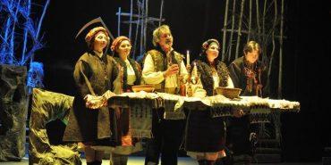 Щоб привернути увагу до проблем пияцтва, у Коломийському театрі покажуть благодійну виставу