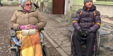 Добродій із Німеччини передав до Коломиї інвалідні візки