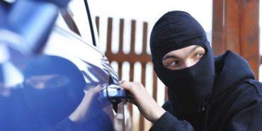 У Калуші з АЗС викрали автомобіль