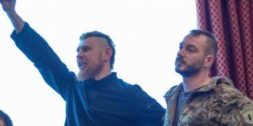 """Троє добровольців АТО відмовилися від нагороди """"За оборону Донецького аеропорту"""" через зятя Яроша"""