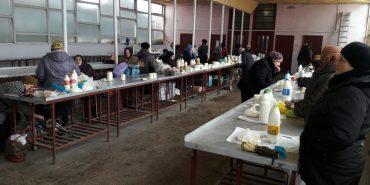 У Коломиї стихійники, які торгували у середмісті, масово переходять у молочний павільйон. ФОТОФАКТ
