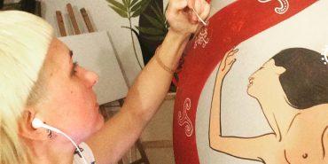 На величезній писанці від черкаської майстрині з'явиться оголена жінка. ФОТО