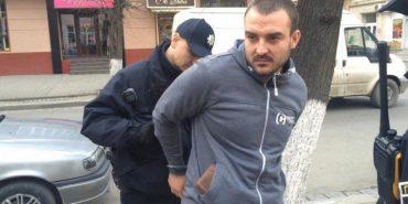 Івано-Франківські поліцейські затримали чоловіка, який зробив їм зауваження