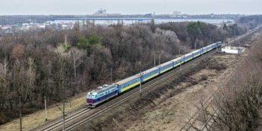 З квітня запустять додатковий поїз до Івано-Франкіська через Вінницю
