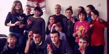 Воїн-писанкар Олег Кіращук провів майстер-клас для дітей Коломиї. ФОТО