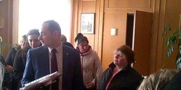 В Івано-Франківську стихійні торговці ввірвалися у кабінет міського голови