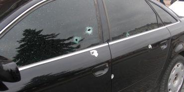 У центрі Коломиї розстріляли легковий автомобіль. ФОТО