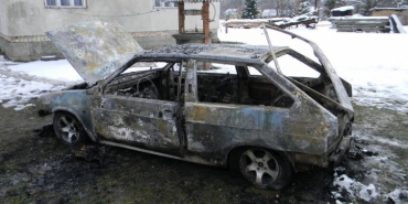 На Коломийщині за кілька хвилин вщент згорів автомобіль. ФОТО