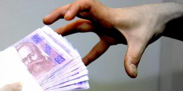 На Прикарпатті держслужбовець, який отримав хабар, сплатить лише штраф