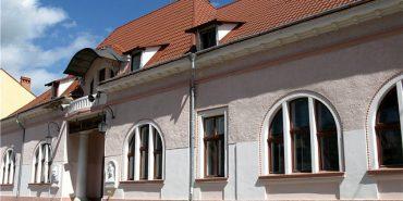 До Міжнародного дня театру освятять оновлену залу Коломийського драмтеатру