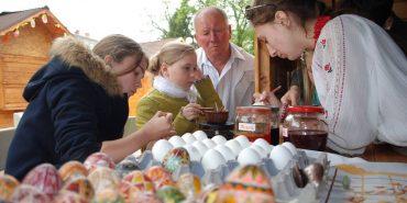 Майстер-клас із писанкарства провели на святковому ярмарку в Коломиї. ФОТО