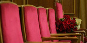 Як посадовці у Раді обдаровували один одного букетами троянд. ФОТО