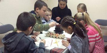 У Коломиї діти-сироти вчилися розписувати писанки. ФОТО