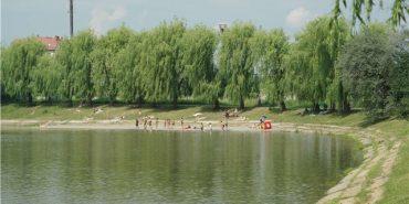 У Коломиї п'яні чоловіки намагалися скупатися у міському озері