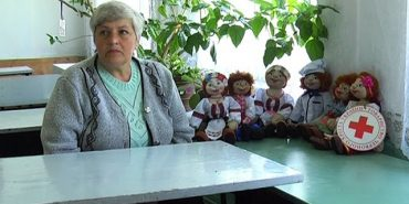 Луганчанка, яка проживає у Коломиї, шиє українські ляльки. ВІДЕО