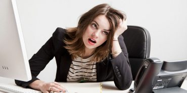 Стрес на роботі може призвести до мігрені та гіпертонії