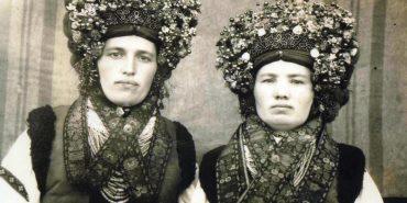 До Дня вишиванки опублікували старі світлини вишитого одягу з цілої Коломийщини