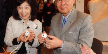 У Коломиї Посол Японії розписав писанку