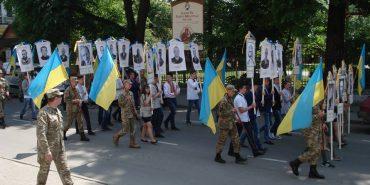 Коломияни пройшли містом з портретами Героїв, полеглих за Україну. ФОТО