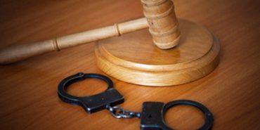 На Прикарпатті судять чоловіка, який протягом 5 років ґвалтував свою малолітню падчерку