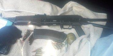 На Прикарпатті затримали трьох раніше судимих жителів Черкаської та Луганської області з арсеналом зброї. ФОТО